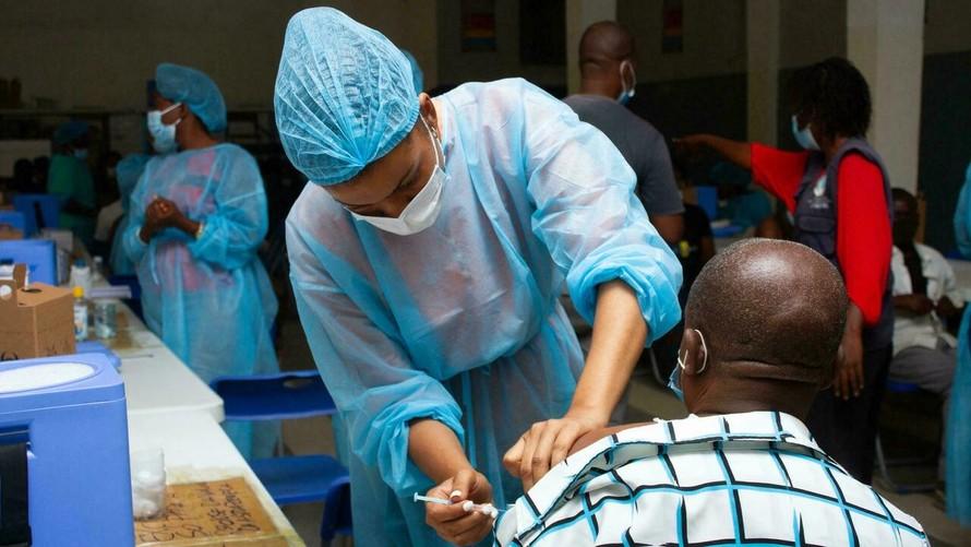 Tổng giám đốc WHO: Tiêm vaccine tăng cường là vô đạo đức