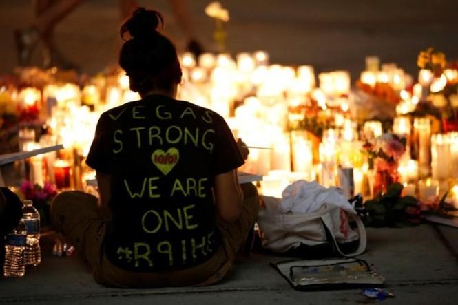 Người dân Mỹ cầu nguyện cho các nạn nhân