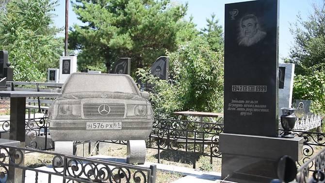 Một ngôi mô xa xỉ tại nghĩa trang thành phố Rostov.