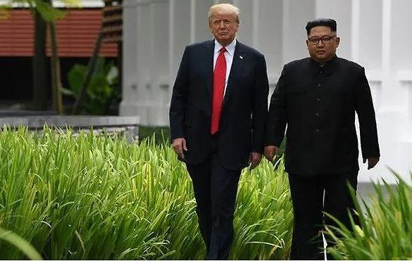 Tổng thống Mỹ Donald Trump và Chủ tịch Triều Tiên Kim Jong-un trong cuộc gặp tại Singapore năm 2018. (Ảnh: Getty Images)
