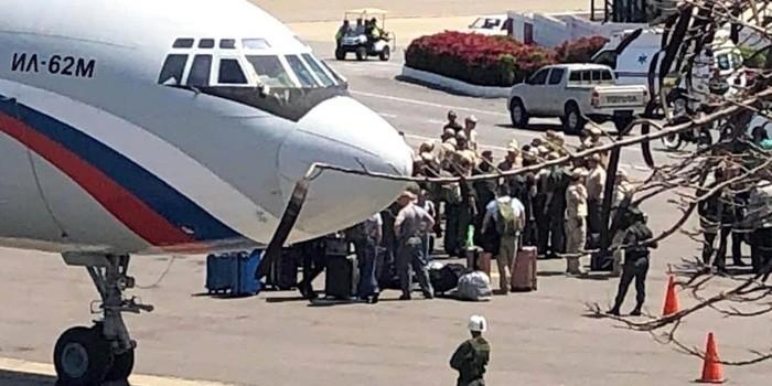 Máy bay quân sự Nga chở theo binh sĩ tới Venezuela.