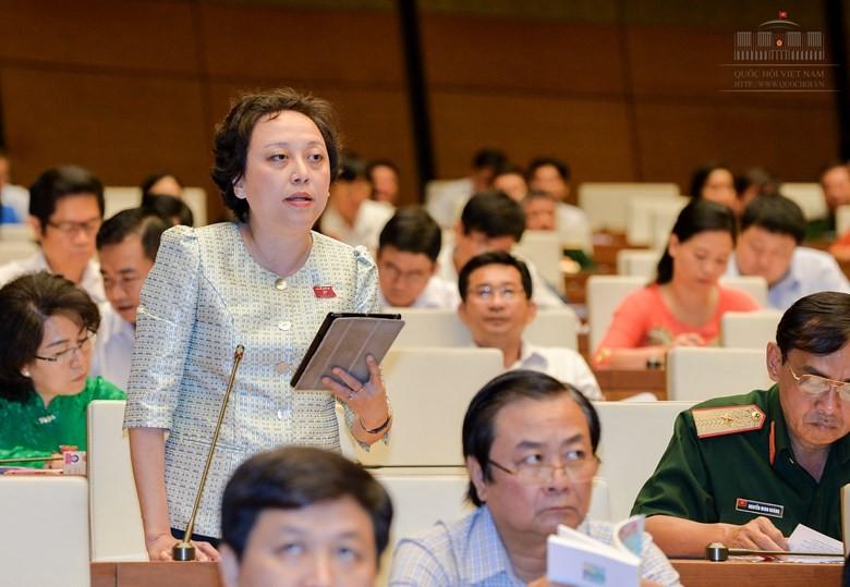 Đại biểu Phạm Khánh Phong Lan.