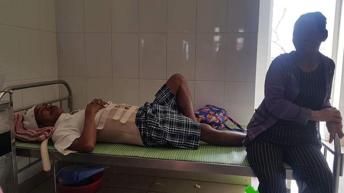 Ông Nguyễn Phước Nam, nạn nhân trong vụ việc đang được điều trị tại bệnh viện