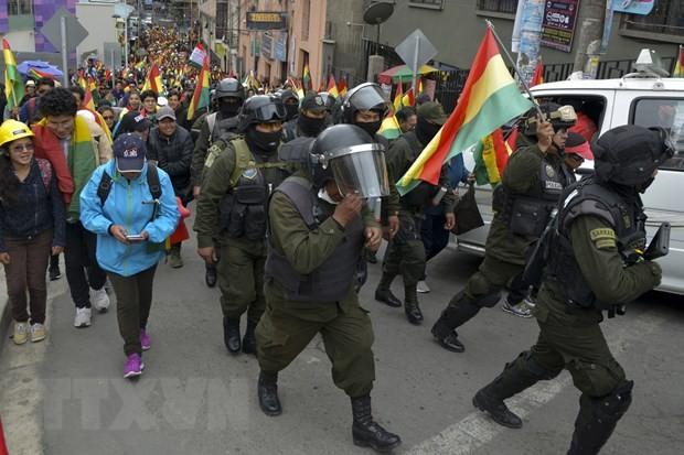 Lực lượng cảnh sát Bolivia tham gia cuộc biểu tình phản đối Chính phủ của phái chính trị đối lập, tại thủ đô La Paz ngày 9/11/2019. (Ảnh: AFP/TTXVN)