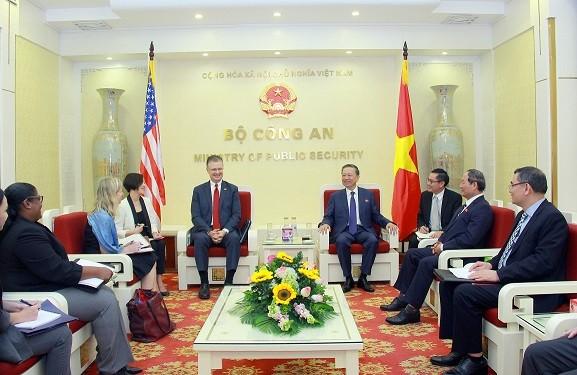 Bộ trưởng Tô Lâm và Đại sứ Daniel Kritenbrink. Ảnh: BCA.