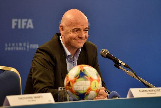 """Chủ tịch FIFA Gianni Infantino nhấn mạnh: """"Sức khỏe của mọi người quan trọng hơn nhiều so với bất kỳ trận đấu nào."""