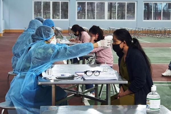 32 công dân được đo thân nhiệt và cách ly tại Trường quân sự tỉnh Quảng Ninh
