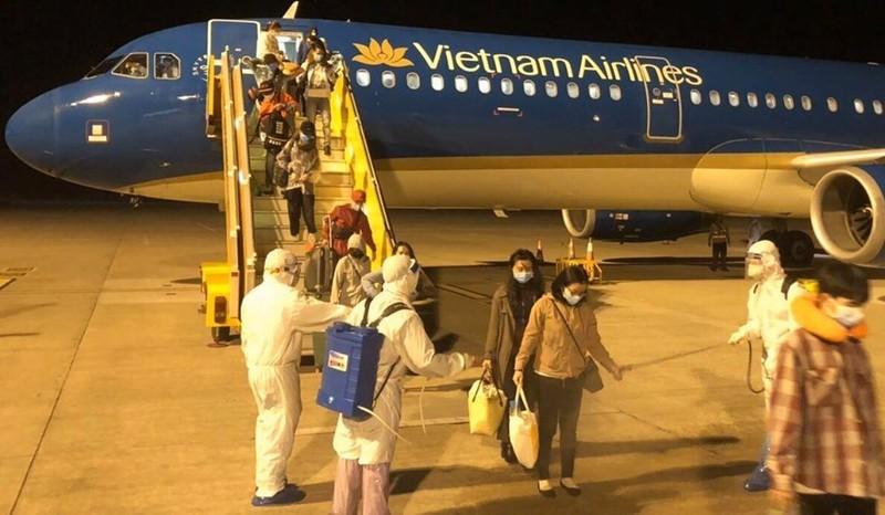 Đêm 24/3, chuyến bay VN9668 cất cánh từ Cebu, Philippines đưa 172 công dân Việt Nam chủ yếu là học sinh hạ cánh xuống sân bay Cần Thơ an toàn.