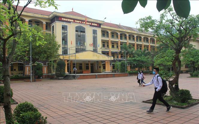 Học sinh trường THPT Lê Quý Đôn, thành phố Thái Bình đi học trở lại. Ảnh: Thế Duyệt/TTXVN