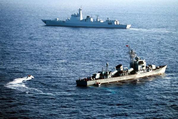 Tàu chiến Trung Quốc tập trận gần quần đảo Hoàng Sa của Việt Nam. Ảnh: SCMP