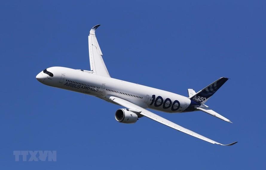 Máy bay A350-1000 của hãng Airbus bay trình diễn tại Triển lãm hàng không quốc tế Paris ở sân bay Le Bourget, Pháp, ngày 17/6/2019. (Ảnh: THX/TTXVN)