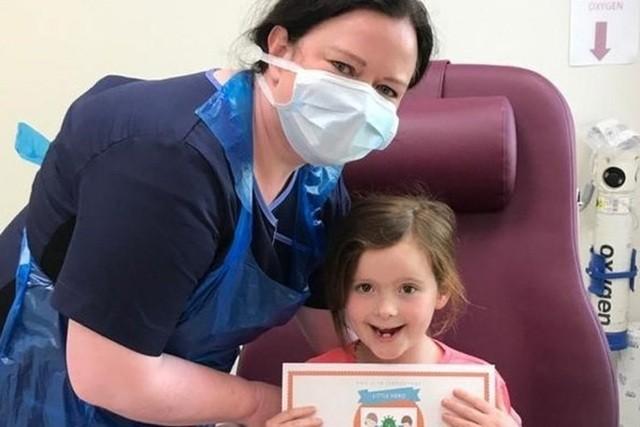 Bé Rachel Murray, 7 tuổi, tham gia vào nghiên cứu triệu chứng COVID-19 của các nhà khoa học. Ảnh: BBC