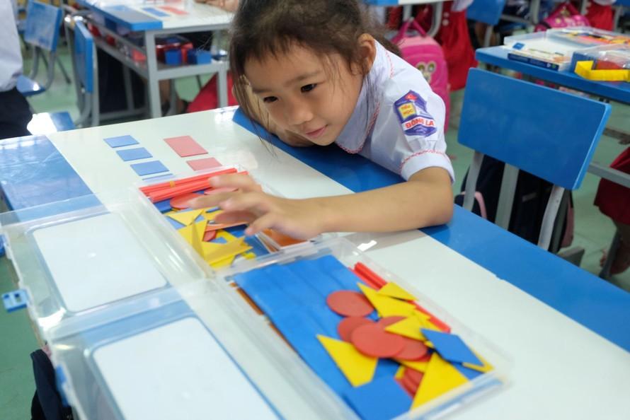Học sinh lớp 1 trường Tiểu học Đông La (huyện Đông Hưng, tỉnh Thái Bình) trong giờ học theo chương trình giáo dục phổ thông mới. Ảnh: QT
