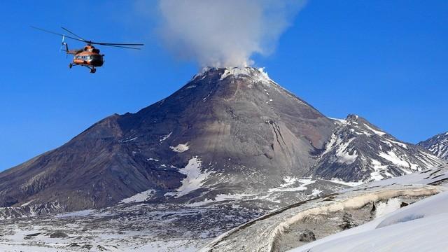 Hình ảnh núi lửa Bezymianny.