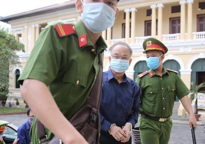Ông Nguyễn Thành Tài được dẫn đến toà sáng 17-9. Ảnh: H.T
