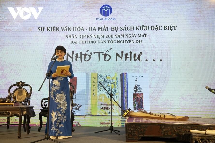 Chuỗi sự kiện văn hoá kỷ niệm 200 năm ngày mất của Đại thi hào Nguyễn Du chính thức khai mạc vào sáng 29/10.