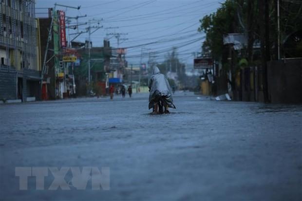 Cảnh ngập lụt do mưa lớn khi bão Goni đổ bộ vào tỉnh Abay, Philippines. (Ảnh: AFP/TTXVN)