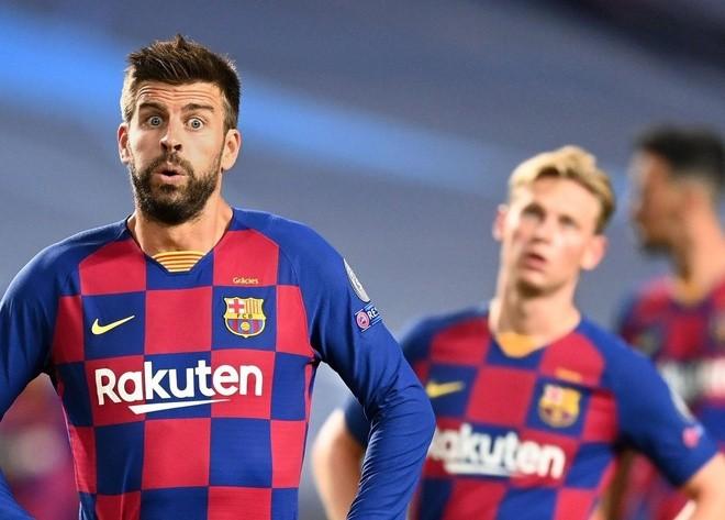 Pique và De Jong là các cầu thủ hiếm hoi của Barca đồng ý giảm lương. Ảnh: Getty.