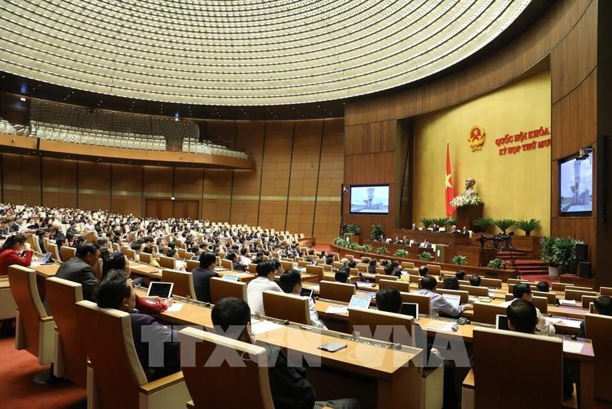 Quốc hội thảo luận, đề xuất giải pháp phát triển bền vững