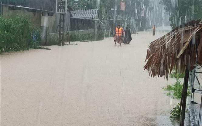 Ngập lụt ở xã Cẩm Mỹ, huyện Cẩm Xuyên, Hà Tĩnh. Ảnh: TTXVN phát