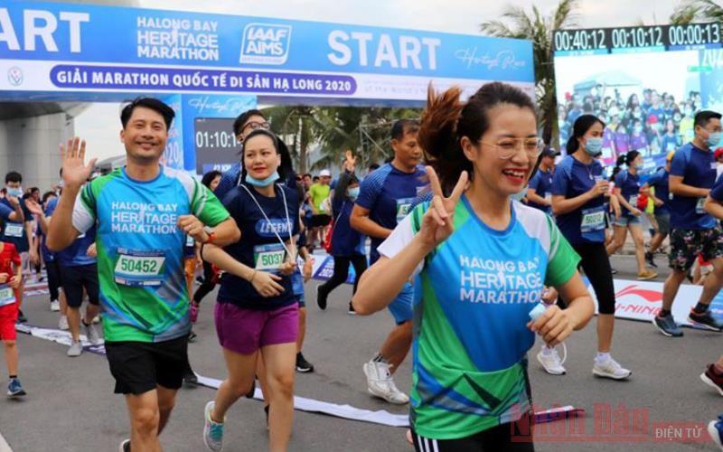 Hơn 2.500 người tham gia Giải Marathon quốc tế Di sản vịnh Hạ Long