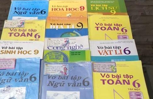 Số sách giả được phụ huynh phát hiện tại thị xã Duy Tiên (Hà Nam). Ảnh: VTV.