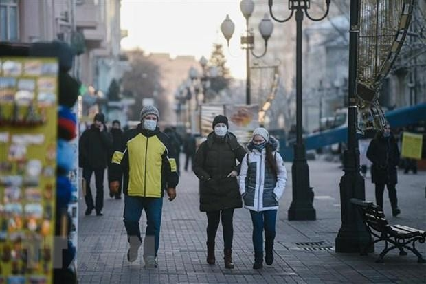 Người dân đeo khẩu trang phòng dịch COVID-19 tại Moskva, Nga ngày 7/12/2020. (Nguồn: THX/TTXVN)