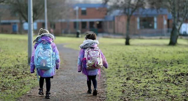 Anh ưu tiên hỗ trợ trẻ em lỡ học vì COVID-19