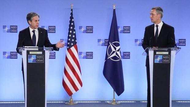 Ngoại trưởng Mỹ Antony Blinken (trái) và Tổng Thư ký NATO Jens Stoltenberg. (Ảnh: Reuters)