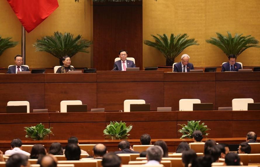 Chủ tịch Quốc hội Vương Đình Huệ và các Phó Chủ tịch điều hành phiên họp chiều 31/3. Ảnh: Dương Giang/TTXVN