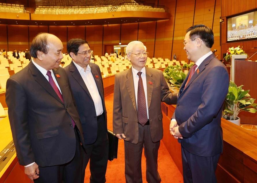 Tổng Bí thư, Chủ tịch nước Nguyễn Phú Trọng với các đồng chí lãnh đạo Đảng, Nhà nước tại phiên họp ngày 2/4. Ảnh: Trí Dung/TTXVN