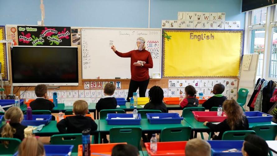 Anh: Hàng trăm nghìn học sinh đối mặt nguy cơ mù chữ sau đại dịch COVID-19