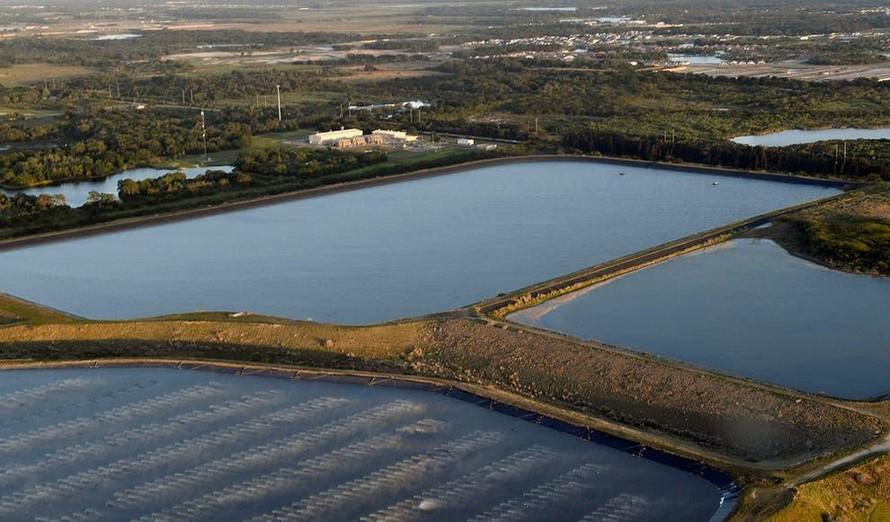 Mỹ: Hơn 2 triệu m3 nước thải nhiễm độc có nguy cơ tràn ra Vịnh Tampa