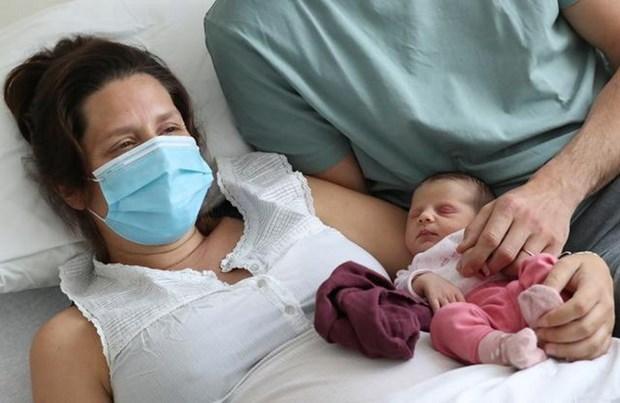 Sản phụ có thể truyền kháng thể ngừa virus SARS-CoV-2 cho thai nhi