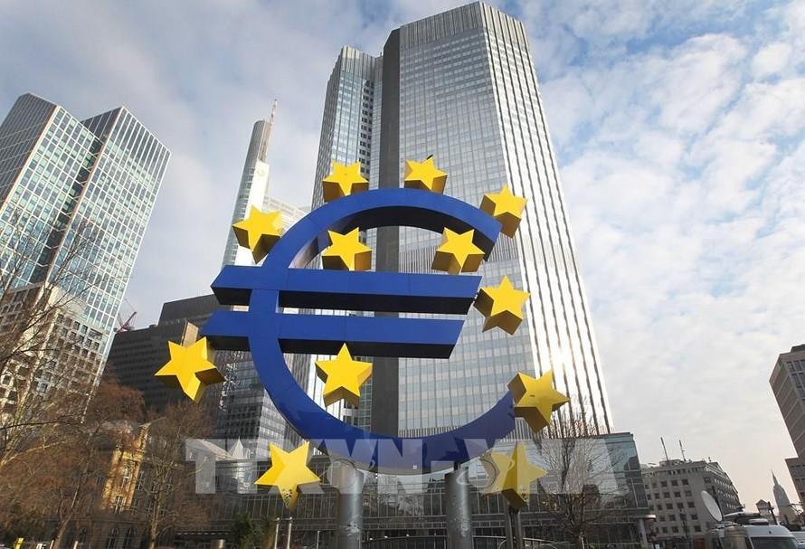 Eurozone rơi vào đợt suy thoái thứ hai