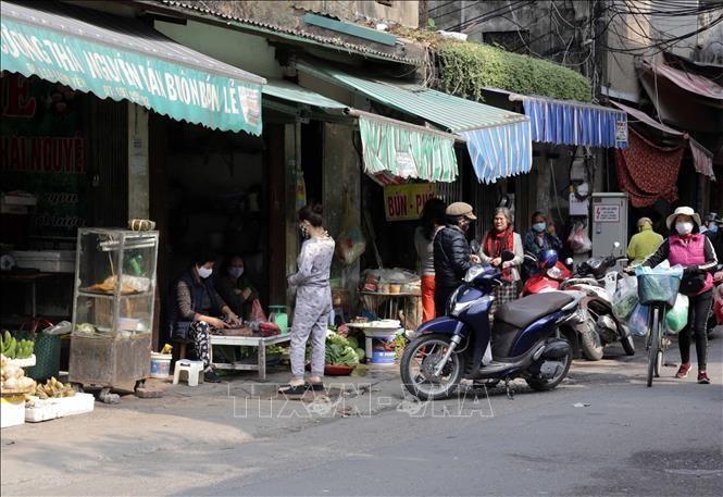 Hà Nội: Tạm dừng hoạt động các quán bia, giải tỏa chợ cóc