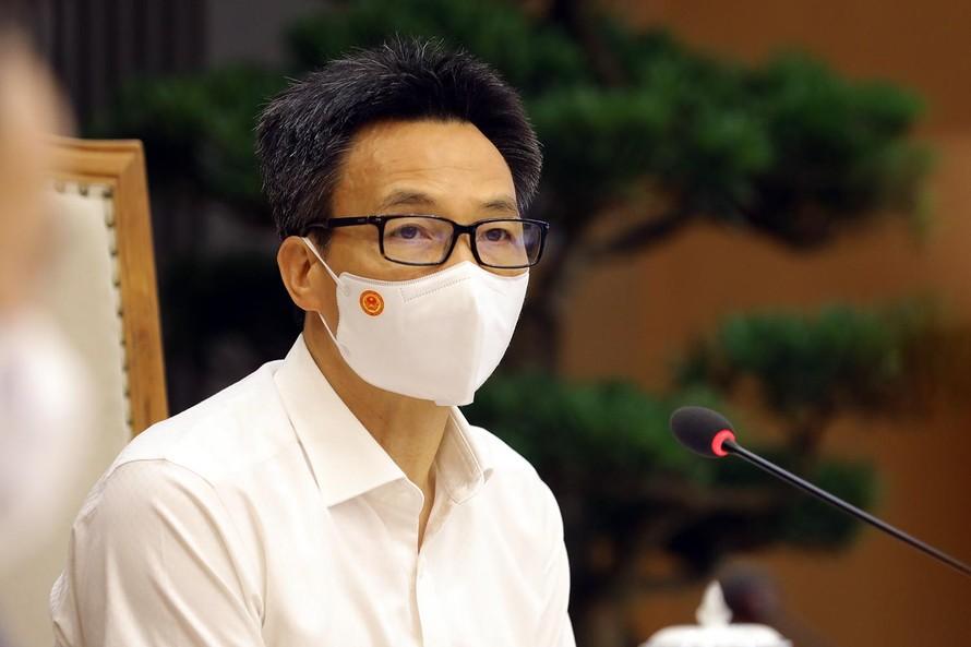Phó Thủ tướng đề nghị Ban Chỉ đạo phòng, chống dịch ở tất cả các địa phương phải nâng cao cảnh giác ở mức cao nhất, không được có suy nghĩ dịch chỉ ở trong KCN. Ảnh: VGP/Đình Nam