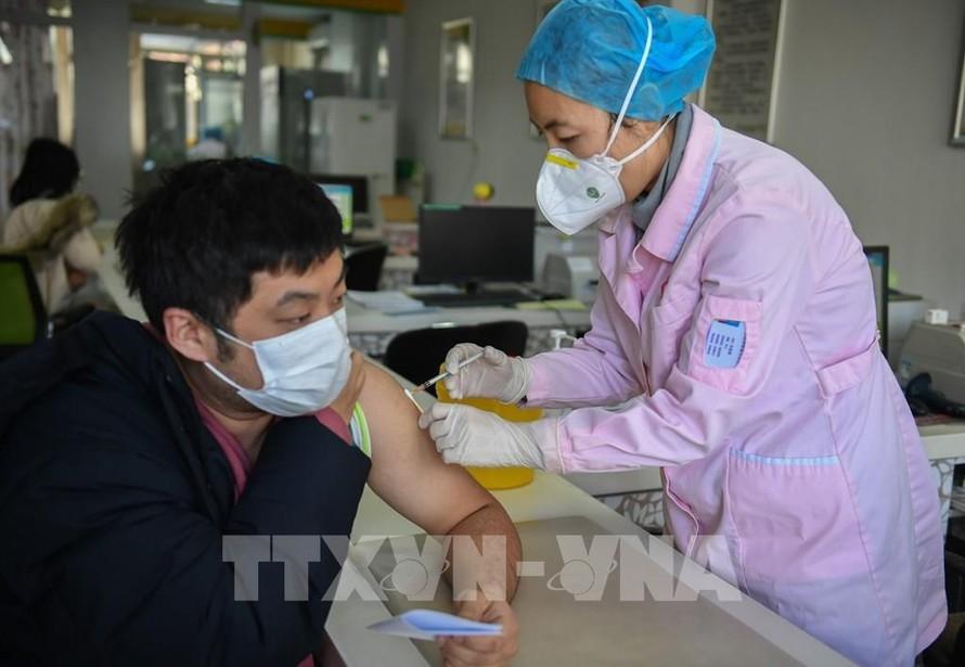 Ít nhất 70% dân số Trung Quốc được tiêm vaccine COVID-19 vào cuối năm nay