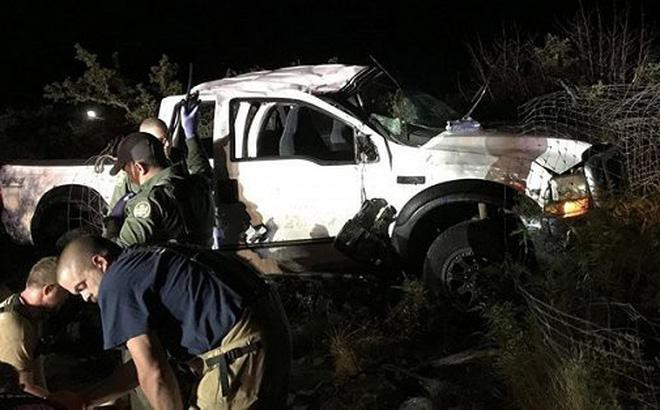 Hiện trường chiếc xe bán tải buôn người gặp nạn ở phía Bắc thị trấn biên giới Eagle Pass, bang Texas, Mỹ, gần thành phố Piedras Negras, Mexico. Ảnh: CAND