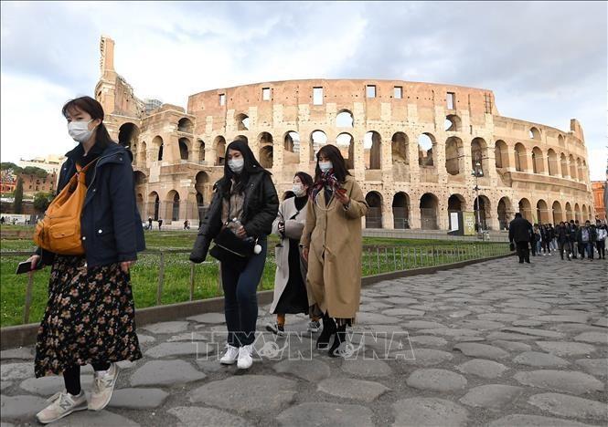 Italy nới lỏng các biện pháp phòng chống COVID-19
