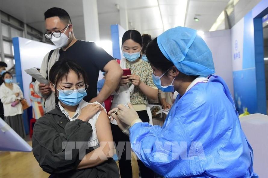 Hơn 1 tỷ mũi vaccine phòng COVID-19 đã được tiêm tại Trung Quốc
