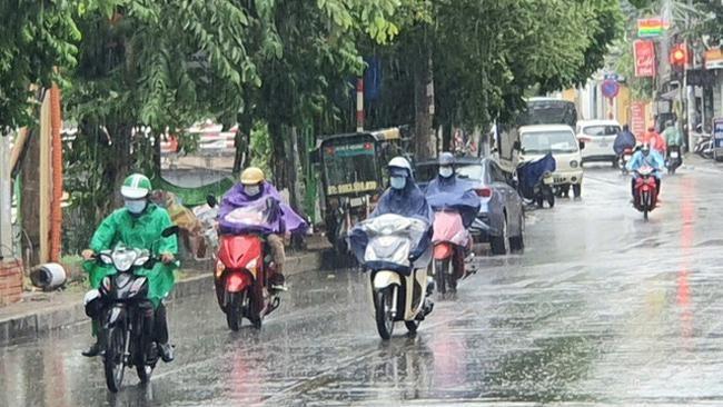 Thời tiết nóng bức ban ngày, mưa dông rải rác về đêm sẽ vẫn còn tiếp diễn
