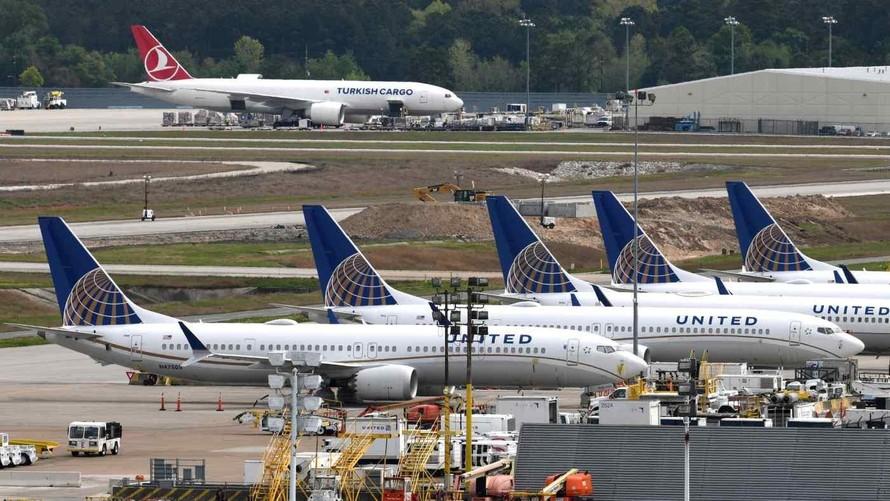 Các máy bay của United Airlines ở sân bay George Bush, Houston, bang Texas, Mỹ. Ảnh: Reuters