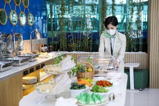 Mua combo bay Bamboo Airways, nghỉ dưỡng FLC, khách hàng có cơ hội trải nghiệm phòng chờ hạng thương gia tại sân bay hoàn toàn miễn phí
