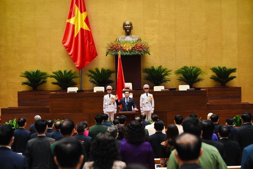 Chủ tịch Quốc hội Vương Đình Huệ tuyên thệ. Ảnh VGP