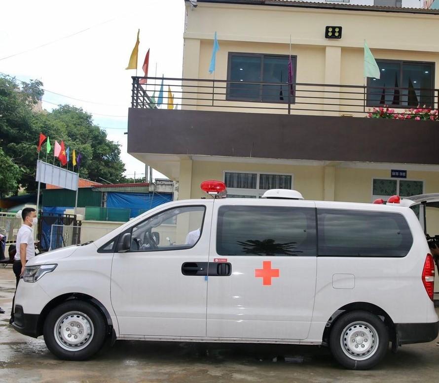 Tập đoàn FLC trao tặng thành phố Sầm Sơn xe cứu thương hỗ trợ công tác phòng chống dịch bệnh, thiên tai