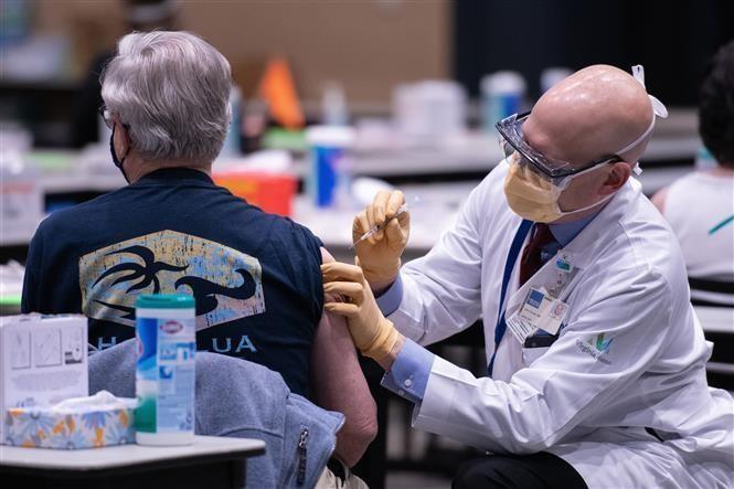 Tỷ lệ tiêm chủng ở Mỹ chỉ hơn 60% dù dư thừa vaccine phòng COVID-19