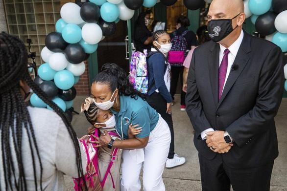 Mỹ: Nhiều phụ huynh ủng hộ việc học sinh đeo khẩu trang khi tới trường
