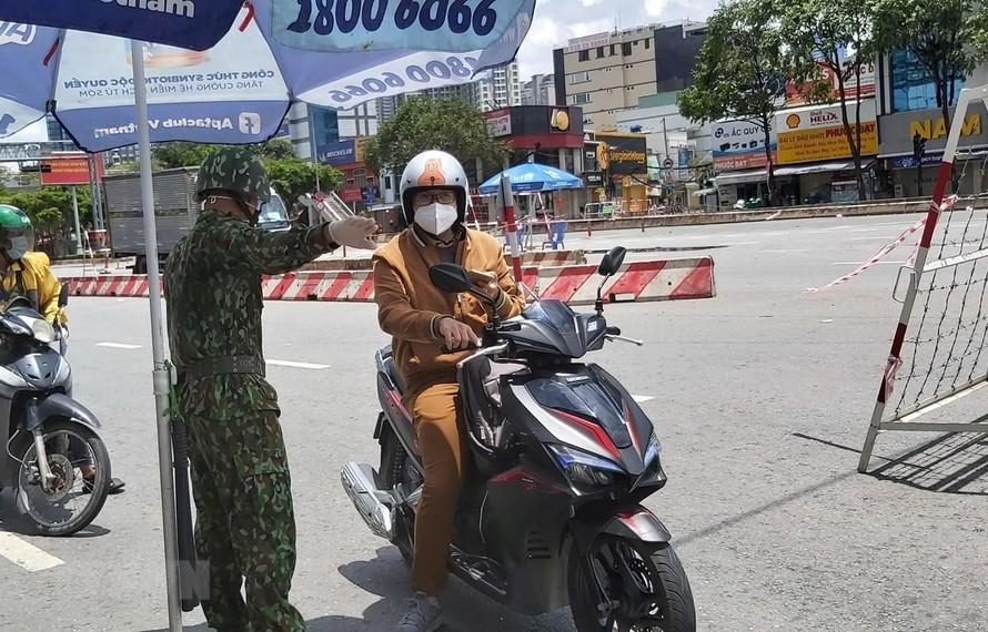 TP Hồ Chí Minh cần đủ điều kiện mới nới rộng giãn cách