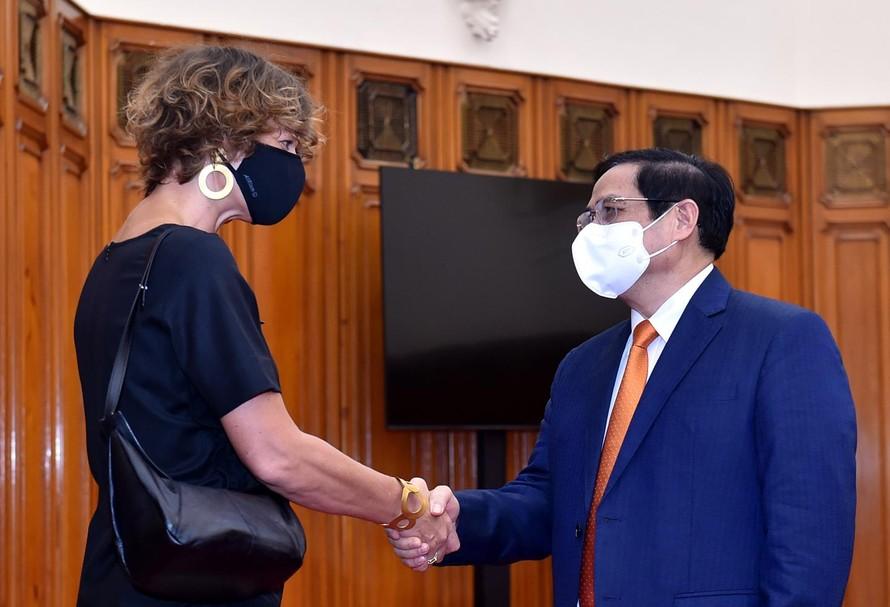 Thủ tướng Chính phủ Phạm Minh Chính và Đại sứ Hà Lan Elsbeth Akkerman - Ảnh: VGP/Nhật Bắc